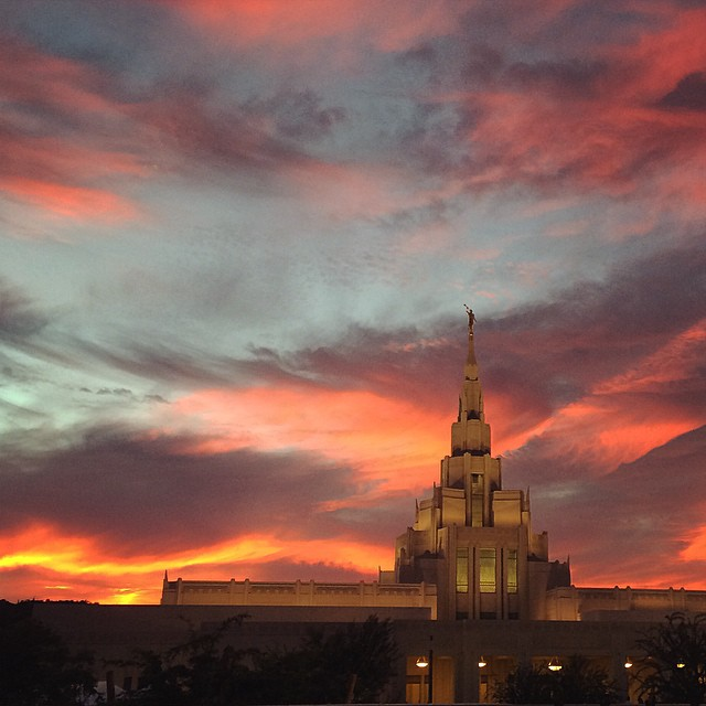Beautiful sky tonight at the #phoenixtemple ?