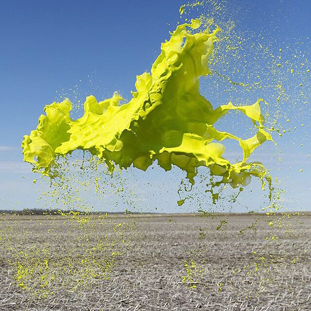 I just really really love this photo series by Floto+Warner. Taken at a speed of 1/3,500th of a second, no photoshop. ? #colourant
