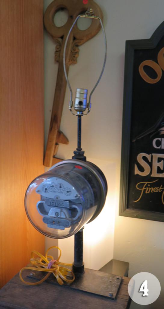 justme-tricia-uglylamp