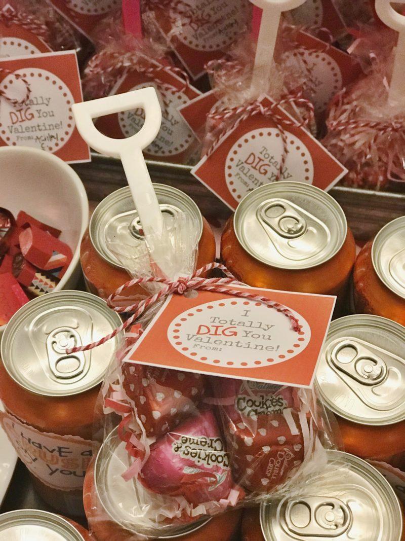 Plastic shovel valentine wih chocolates - I Dig You